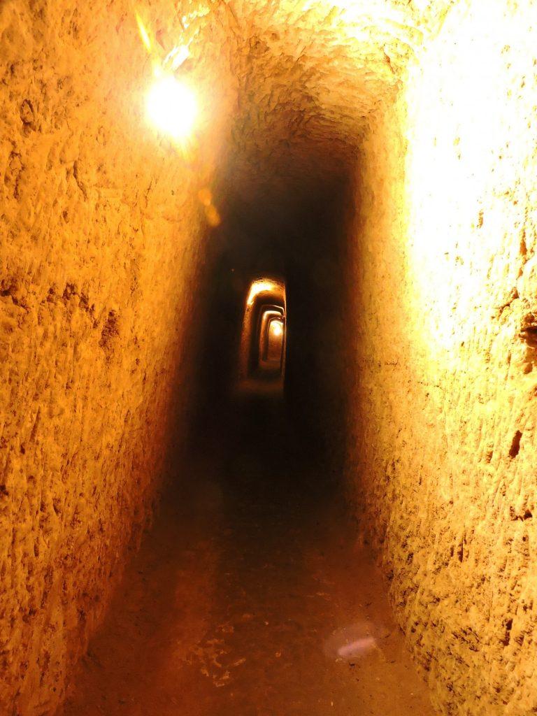 Jeden z korytarzy w podziemnym mieście Nuszabad fot. A. Sołtysiak, zdjęcie na licencji CC BY-NC-SA