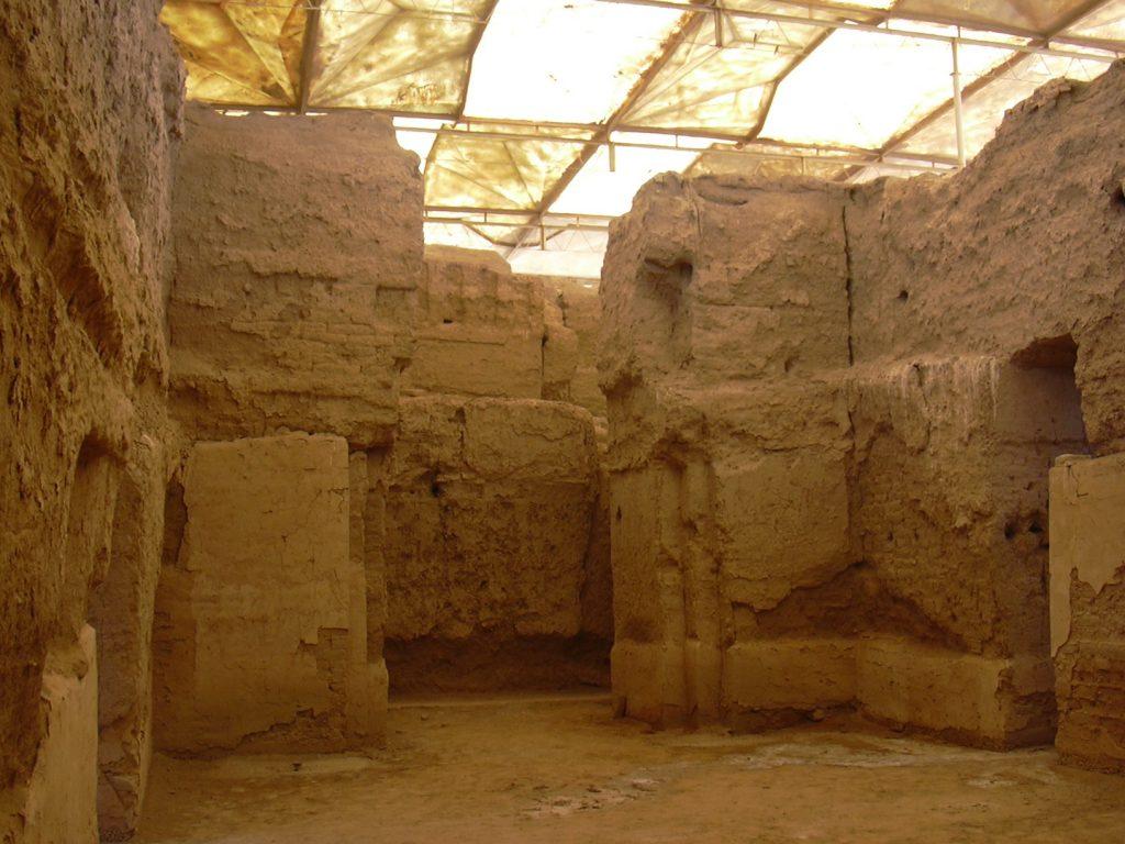 Sala tronowa w pałacu Zimri-Lima, ostatniego króla Mari fot. Herbert Frank (opublikowano na licencji CC BY 2.0, via Wikimedia Commons)