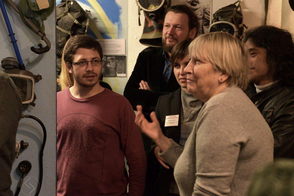 Wizyta uczestników konferencji w Muzeum Nurkowania w Warszawie. Zwiedzanie z Kustosz Kariną Kowalską (fot. Jakub Stępnik)