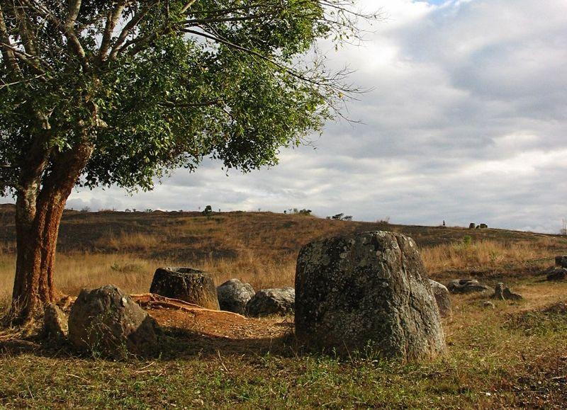Równina Dzbanów w Laosie fot. O. Spalt (opublikowano na licencji CC BY-SA 2.5 via Wikimedia Common