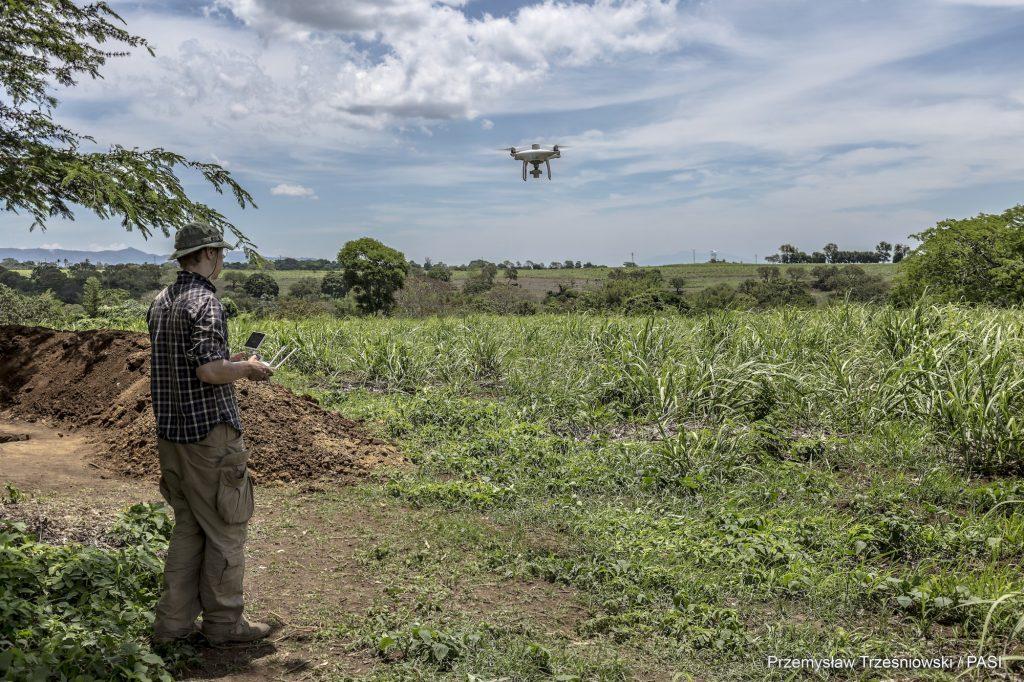 Mapowanie stanowiska przy użyciu drona © P. Trześniowski / PASI, zdjęcie na licencji CC BY 4.0