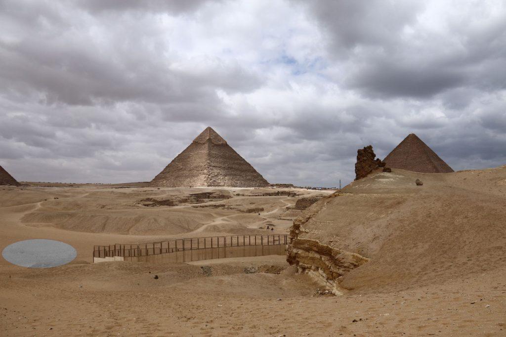 Giza, dolny lewy owal zaznacza miejsce, z którego pochodzą badane zabytki fot. M. Odler © Filozofická fakulta, Univerzita Karlova, Praha, Český egyptologický ústav