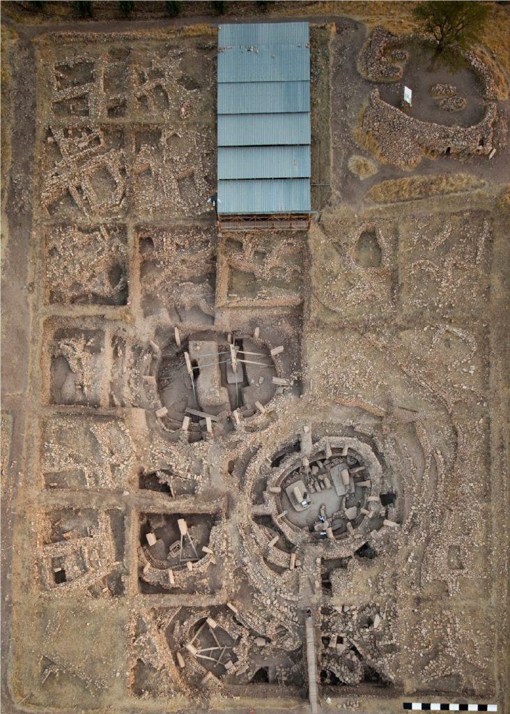 Zdjęcie lotnicze obszaru wykopalisk w Göbekli Tepe fot. E. Kücük, Niemiecki Instytut Archeologiczny; Dietrich et al. 2019 (opublikowano na licencji CC BY-SA 4.0, via PLOS ONE)