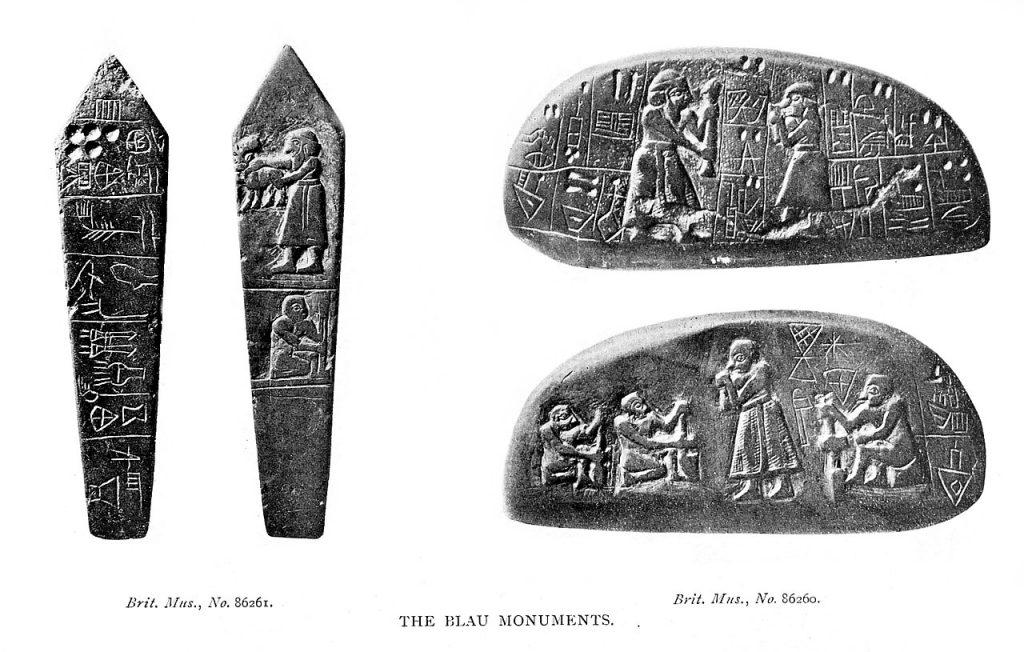 Tak zwany zabytek z Blau (około 3000 p.n.e.), obecnie przechowywany w British Museum w Londynie. Jest to kamienna tablica rejestrująca i przedstawiająca transakcję dotyczącą ziemi rolnej, czyli jedna z najwcześniejszych pisemnych umów w historii ludzkości L.W. King, A History of Sumer and Akkad. An Account of the Early Races of Babylonia from Prehistoric Times to the Foundation of the Babylonian Monarchy, 1910, Domena Publiczna