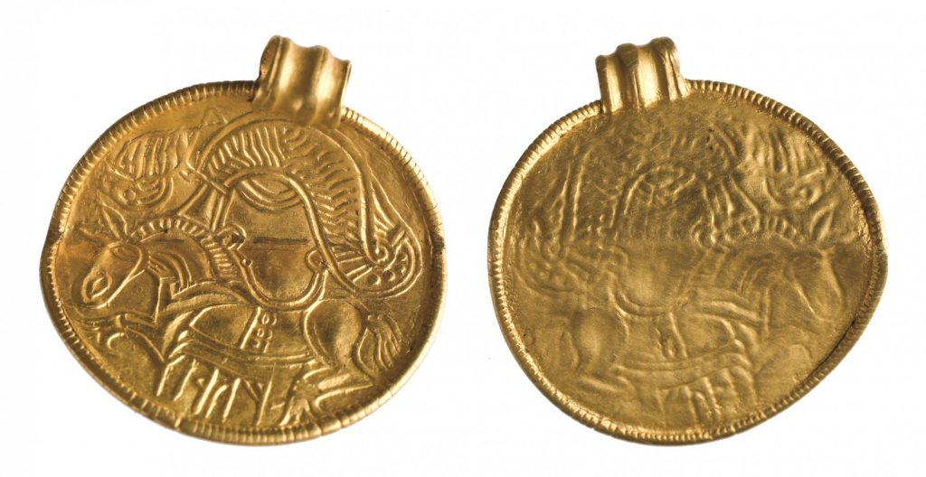 Brakteat skandynawski typu C i skarb złotych przedmiotów z Suchania, pow. stargardzki © M. Bogacki, M. Dąbski